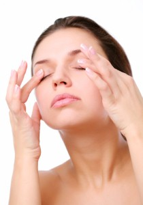 Which_Is_The_Best_Eye_Cream2 woman rubbing eyes