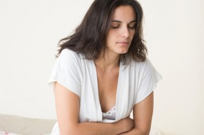 what are chrons disease symptoms woman in pain