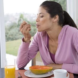 What is a Good Crohn's Disease Diet girl eating fruit